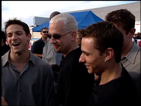stockvideo's en b-roll-footage met 98 degrees at the 1999 teen choice awards at barker hanger in santa monica california on august 1 1999 - 1999