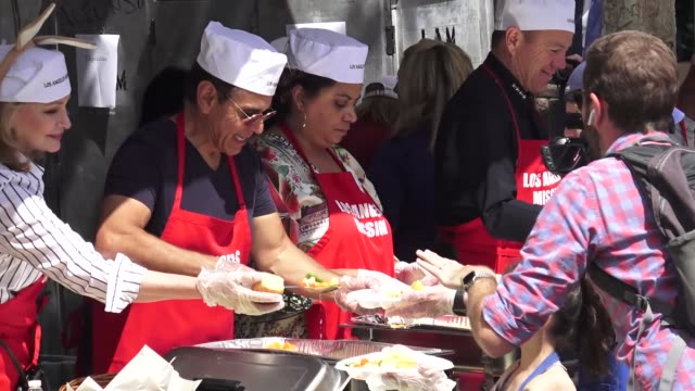 deidre hall antonio villaraigosa and christina derosa at the los angeles mission easter event for the homeless in los angeles at celebrity sightings... - deidre hall stock videos and b-roll footage