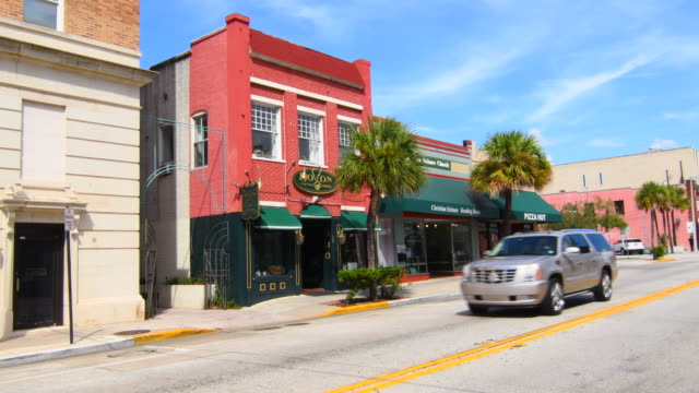 deland florida new york avenue shops and boston coffee house in downtown small town 4k - establishing shot stock videos & royalty-free footage