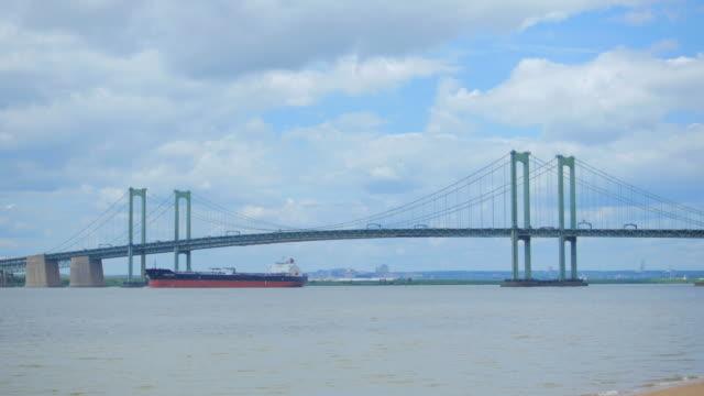 stockvideo's en b-roll-footage met delaware memorial bridge - hangbrug