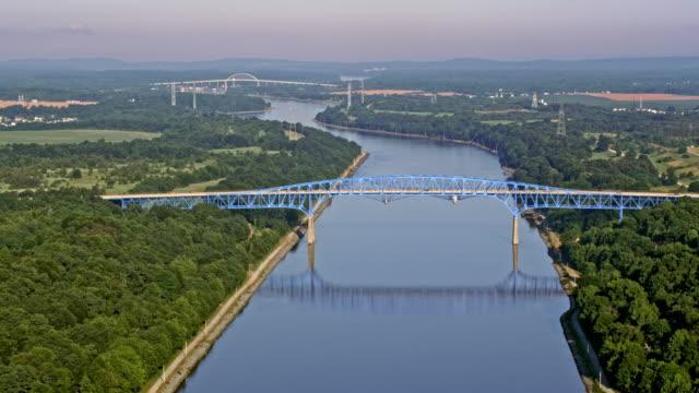 空中デラウェア州川ターンパイクの有料橋 - デラウェア川点の映像素材/bロール