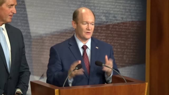 delaware senator chris coons tells reporters at a news conference after a bipartisan bill to protect special counsel robert mueller was objected to... - generalstaatsanwalt stock-videos und b-roll-filmmaterial