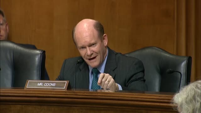 stockvideo's en b-roll-footage met delaware senator chris coons tells secretary of state mike pompeo the president donald trump had not made a comprehensive speech outlining the threat... - presidentsverkiezing