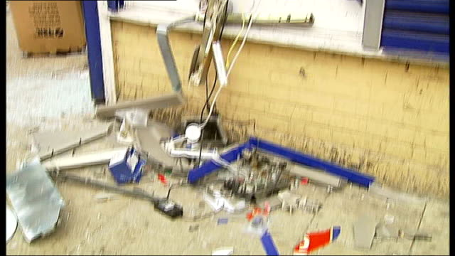 delays in insurance payments cause frustration for businesses affected by london riots t07081117 ext destroyed cashpoint machine reporter looking at... - 非常線点の映像素材/bロール