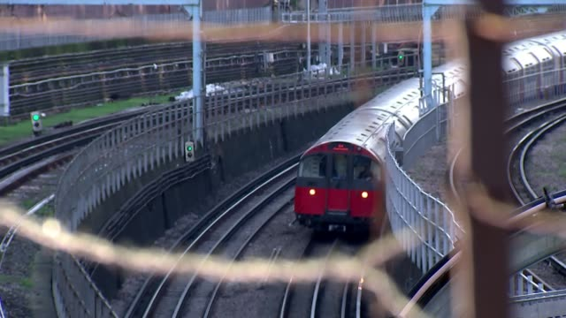 Delays to Crossrail will cost Transport for London 600 million pounds in lost income ENGLAND London EXT Barbed wire fence PULL FOCUS London...