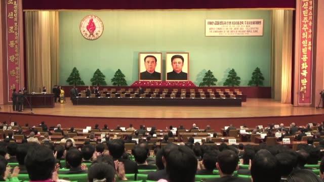 delegados de varios países se encuentran en pyongyang para participar este jueves en el 'congreso mundial de la idea juche' un evento de dos dias al... - discutir stock videos & royalty-free footage