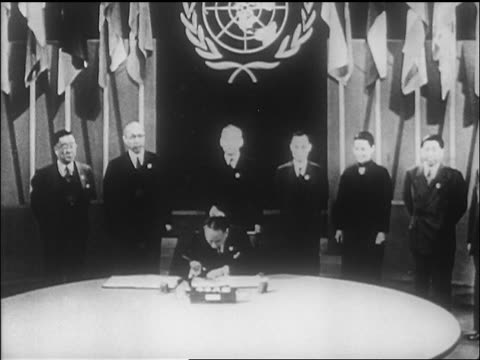 vídeos de stock, filmes e b-roll de b/w 1946 delegate from china signing un charter as leaders stand behind him / sf / newsreel - 1946