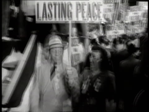 delegates hold signs for roosevelt at the 1944 democratic national convention - 1944 stock-videos und b-roll-filmmaterial