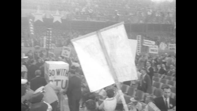 vidéos et rushes de delegates march around on democratic national convention floor at the international amphitheatre in chicago with signs for stuart symington one with... - adlai stevenson