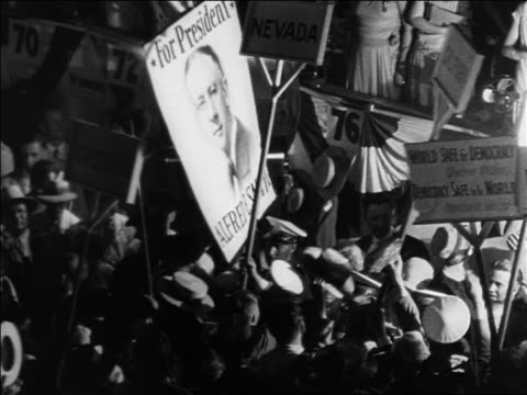 vidéos et rushes de b/w 1928 delegates with al smith signs at democratic national convention / houston / documentary - 1928