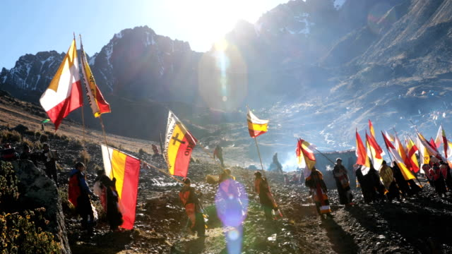 vídeos de stock e filmes b-roll de delegation decends the mountain side after gathering to watch the sun rise during the annual qoyllur rit'i festival on may 28, 2018 in ocongate,... - 18 19 years