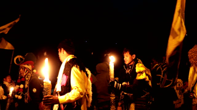 vídeos de stock e filmes b-roll de delegation returns from the glacier at dusk during the annual qoyllur rit'i festival on may 28, 2018 in ocongate, peru. every year, since 1783 in the... - 18 19 years