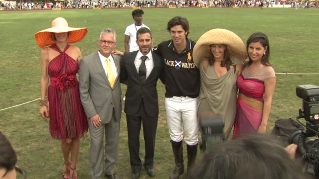 delfina blaquier, stephan baschiera, marc jacobs, nacho figueras, donna karan and vanessa kay, president, veuve clicquot at the the fourth annual... - デザイナー マーク・ジェイコブス点の映像素材/bロール