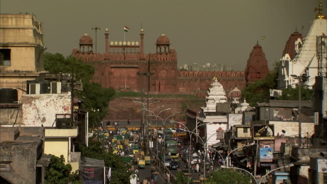 Delhi's Red Fort overlooks a busy street.