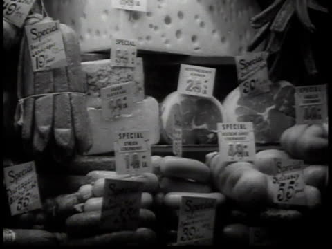 vidéos et rushes de 1938 ms deli display in a store window / new york, usa - 1930