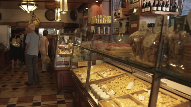 WS DS. Delicatessen interior / Bologna, Italy