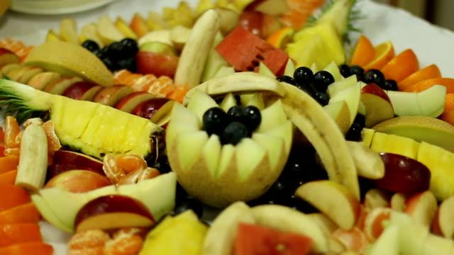 vídeos de stock, filmes e b-roll de deliciosas frutas frescas - melão musk