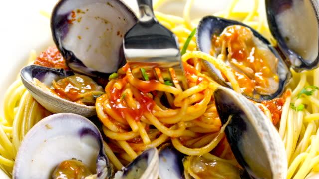 deliziosa spaghetti - spaghetti video stock e b–roll