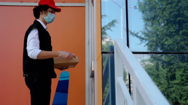delivery men in corona virus pandemic - meal box stock videos & royalty-free footage