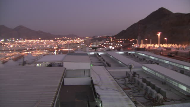 a delivery truck stops at hajj terminal at the base of the sarawat mountains. - サウジアラビア点の映像素材/bロール