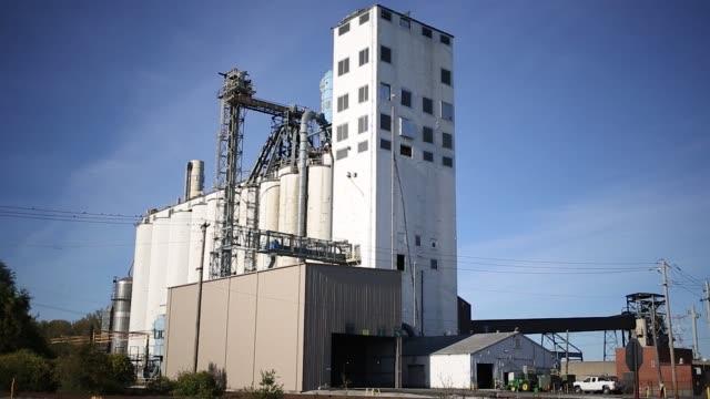 Delivery trucks drive around at an Archer Daniels Midland grain elevator in St Louis Illinois US on Thursday Oct 26 2017 Photographer Luke Sharrett...