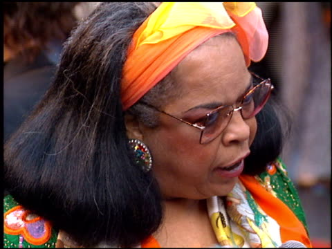 stockvideo's en b-roll-footage met della reese at the 'beverly hills cop 3' premiere at grauman's chinese theatre in hollywood, california on may 22, 1994. - mann theaters