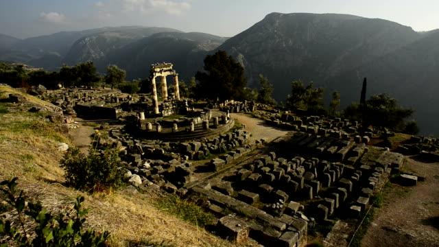 vídeos de stock e filmes b-roll de delfos ruínas na grécia - grécia
