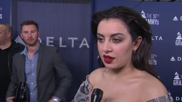 chyron delta air lines kicks off grammy weekend with private performance by grammy nominated artist charli xcx and dj set by questlove on march 29... - delta air lines stock-videos und b-roll-filmmaterial