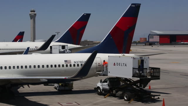 delta air lines operations at salt lake city airport utah us on thursday july 5 2018 - delta air lines stock-videos und b-roll-filmmaterial