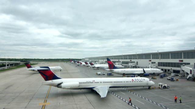delta airlines planes at detroit airport - pulling stock videos & royalty-free footage