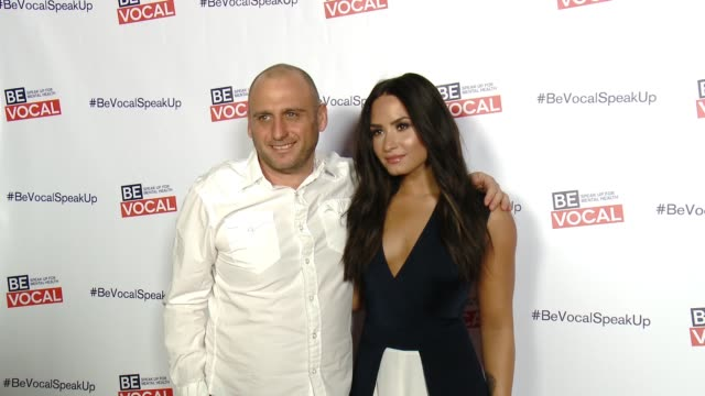 vidéos et rushes de demi lovato and shaul schwarz at beyond silence documentary premiere a be vocal speak up for mental health film at arclight cinemas on february 22... - arclight cinemas hollywood