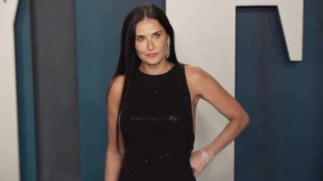 vidéos et rushes de demi moore at vanity fair oscar party at wallis annenberg center for the performing arts on february 09 2020 in beverly hills california - vanity fair