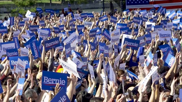 democratic 2020 presidential candidate senator bernie returns to the campaign trail after health problems – holds rally in queensbridge park in... - 米民主党点の映像素材/bロール