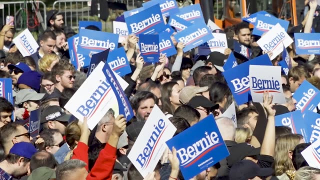 democratic 2020 presidential candidate senator bernie returns to the campaign trail after health problems – holds rally in queensbridge park in... - 立候補者点の映像素材/bロール