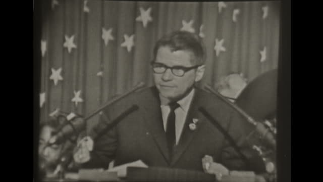 vidéos et rushes de democratic national convention minnesota governor orville freeman introduces john f kennedy to cheering crowd - john fitzgerald kennedy
