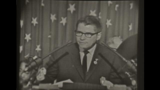 democratic national convention minnesota governor orville freeman introduces john f kennedy to cheering crowd - ノミネート点の映像素材/bロール