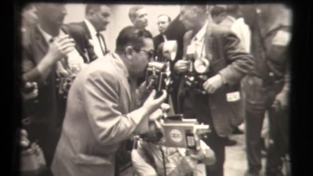 vidéos et rushes de democratic national convention - press coverage - los angeles, ca - politics and government
