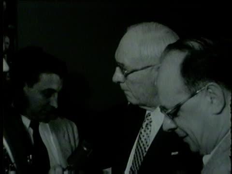 vidéos et rushes de wgn a democratic party member talks about replacing alderman benjamin becker in chicago on march 9 1955 - 1955