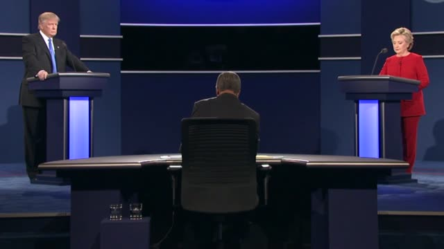 democratic party presidential candidate hillary clinton and republican party presidential candidate donald trump argue the topic of trade in the... - debatte stock-videos und b-roll-filmmaterial