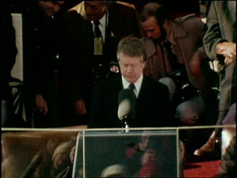 vídeos de stock, filmes e b-roll de us democratic president jimmy carter gives his inauguration speech after being sworn in as president on january 20 1977 - tomada de posse