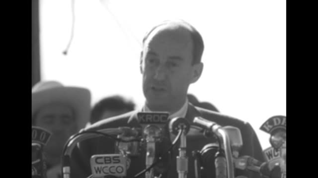 vidéos et rushes de sot democratic presidential candidate adlai stevenson discusses farm policy commodities soil conversation flood prevention - adlai stevenson