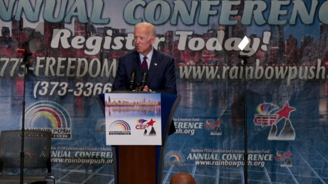 vídeos de stock e filmes b-roll de democratic presidential candidate and former vice president joe biden speaks to guests at the rainbow push coalition annual international convention... - coligação