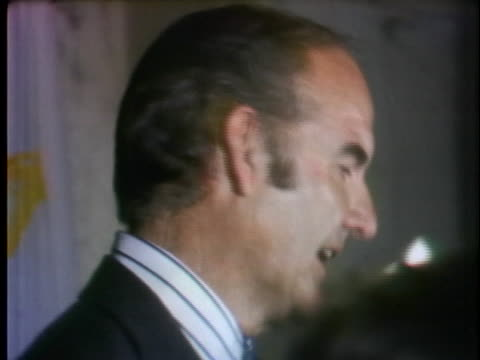 democratic presidential candidate george mcgovern apologizes to rhode island delegate chairman larry mcgarry and promises to put differences behind... - united states and (politics or government) stock videos & royalty-free footage