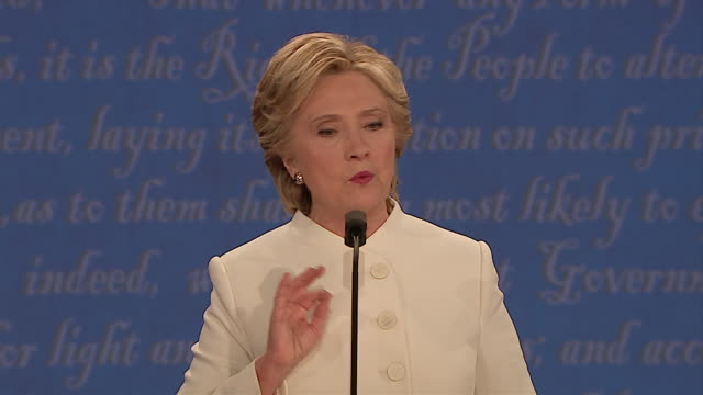 vidéos et rushes de democratic presidential candidate hillary clinton and republican presidential candidate donald trump at third presidential debate on october 19 at... - united states and (politics or government)