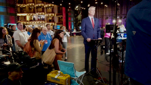 democratic presidential candidate new york city mayor bill de blasio prepares for a television interview in the spin room before the second night of... - msnbc stock videos & royalty-free footage