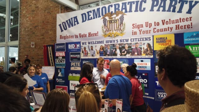 vídeos de stock e filmes b-roll de democratic presidential candidate us rep tulsi gabbad greets voters at the booth of iowa democratic party after she delivered campaign speech at the... - des moines iowa