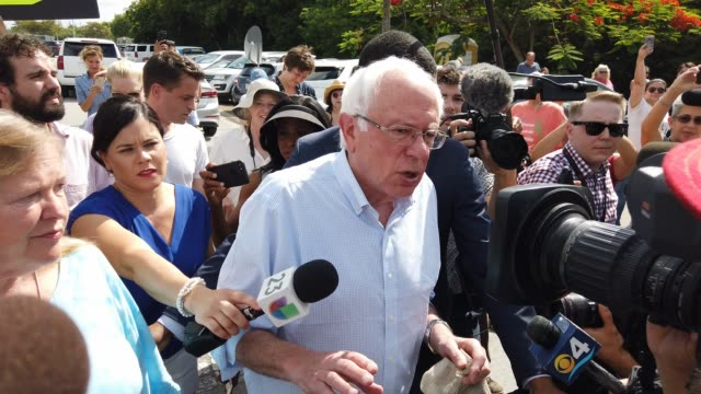 vídeos y material grabado en eventos de stock de democratic presidential candidate, u.s. sen. bernie sanders visits the detention center for migrant children on june 27, 2019 in homestead, florida.... - condado de miami dade