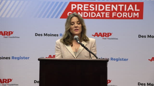 stockvideo's en b-roll-footage met democratic presidential hopeful marianne williamson answers a question about reparations during a press gaggle after speaking during the aarp 2020... - presidentskandidaat
