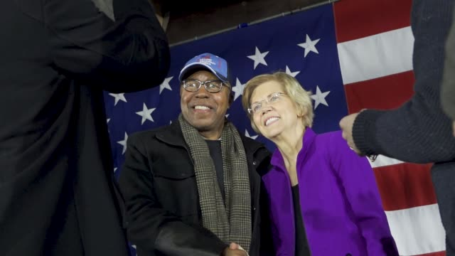 stockvideo's en b-roll-footage met democratic senator and 2020 presidential candidate elizabeth warren speaks in long island city in the borough of queens new york city usa senator... - presidentsverkiezing