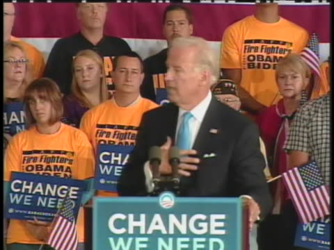 vídeos de stock, filmes e b-roll de democratic vice presidential candidate joe biden campaigns in saint clair shores michigan - (war or terrorism or election or government or illness or news event or speech or politics or politician or conflict or military or extreme weather or business or economy) and not usa